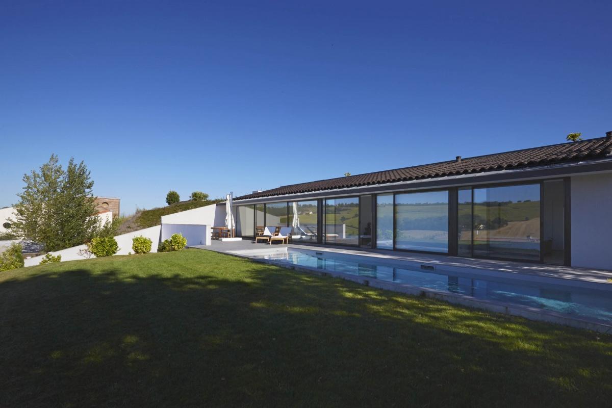 Villa VUA : atelier-cc-architecte-toulouse-maison-coteaux-moderne-contemporaine-jardin-piscine-baie-vitree