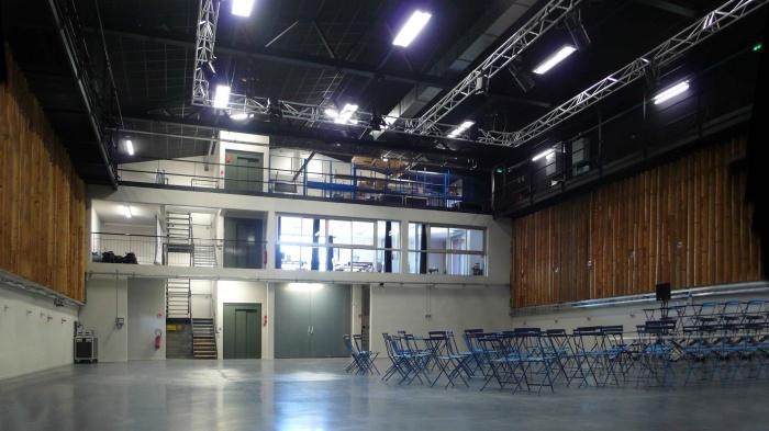Réhabilitation des thermes d'Encausse en lieu de résidence pour les arts publics : Intérieur salle finie
