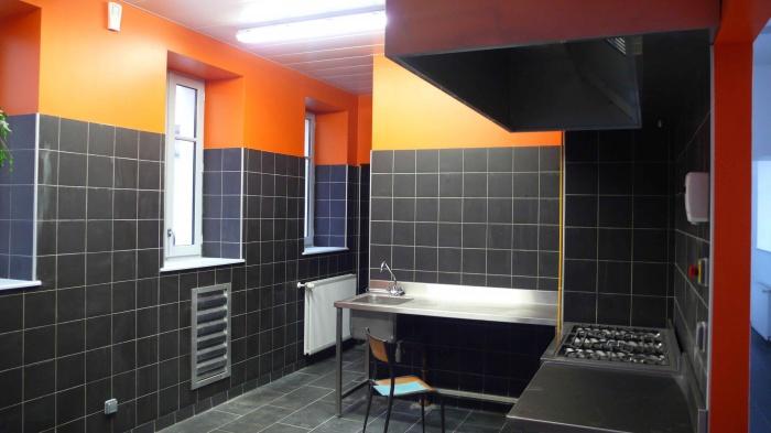 Réhabilitation des thermes d'Encausse en lieu de résidence pour les arts publics : Cuisine vide